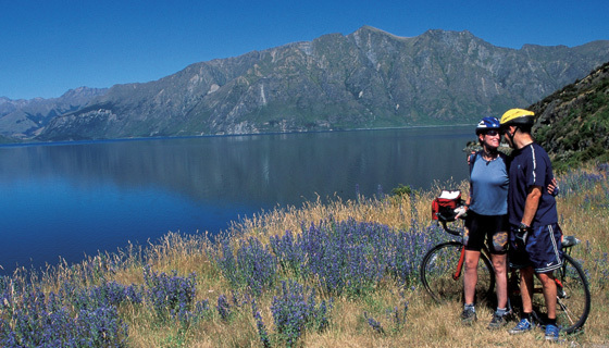 New Zealand Biking:  A Grand Journey Along the South Islands West Coast Australia and Pacific